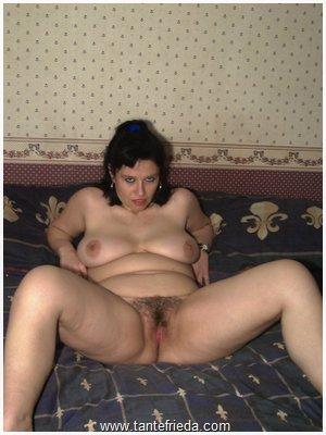 Gespreitzte beine nackt Frau mit