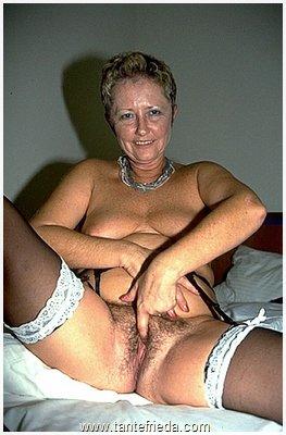 reife erotische damen Verfuehrt von Oma und Tante.